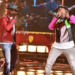 Chris Brown Jamie Foxx Performance iHeartRadio Awa