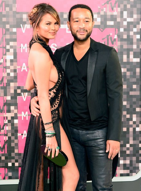John Legene & Chrissy Teigen - MTV VMAs 2015 red c