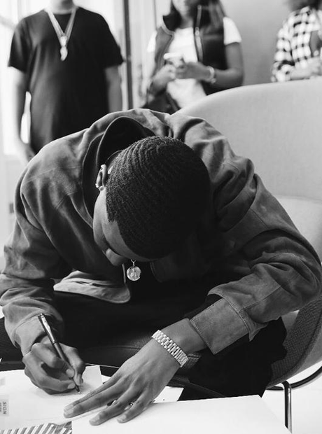King Combs signing contract